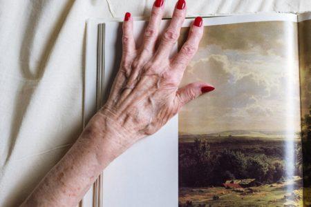 なぜ皮膚は年齢とともに変化するのか